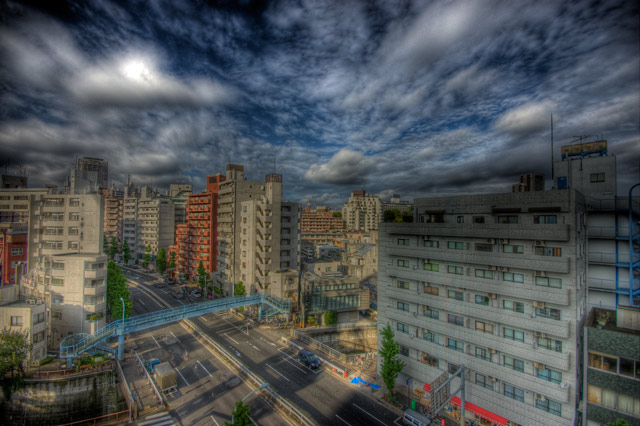 HDR(ハイダイナミックレンジ)駒沢通り沿いマンション階段の〜ぼる〜@中目黒building100.jpg
