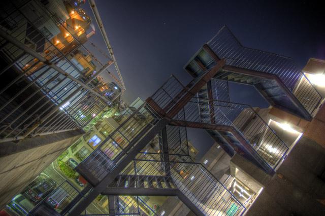 HDR(ハイダイナミックレンジ)屋上の階段@大塚building65.jpg