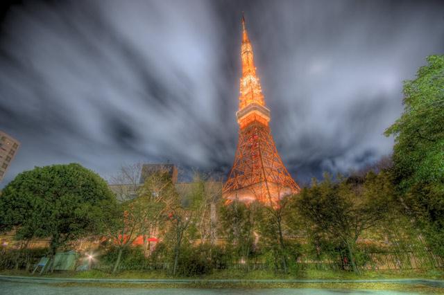 HDR(ハイダイナミックレンジ)公園から見上げて東京タワー@赤羽橋building70.jpg
