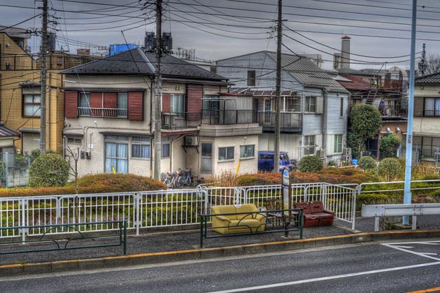 HDR(ハイダイナミックレンジ)バス停のシュールチェアー@葛飾