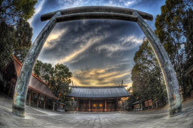 去年の靖国神社と雲