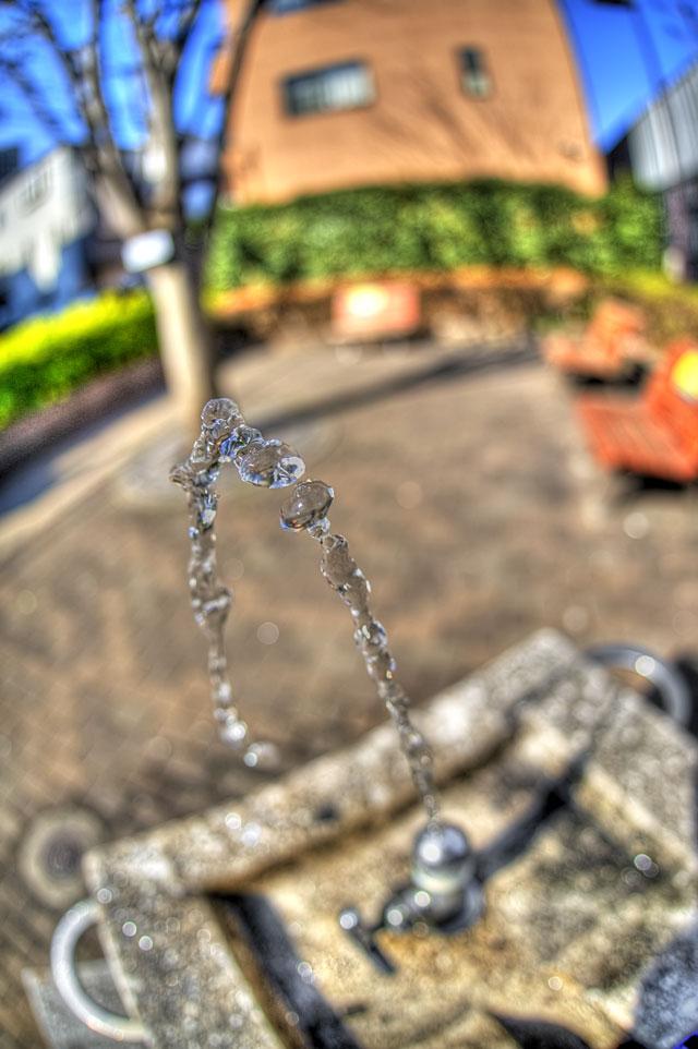 HDR(ハイダイナミックレンジ)近所の公園の水の弧@中目黒