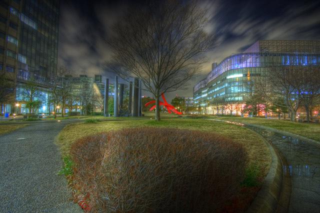 HDR(ハイダイナミックレンジ)公園と小川in夜景@テレコムセンター前park07.jpg