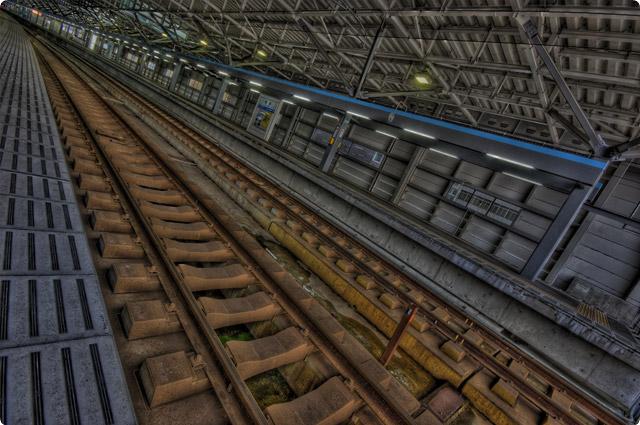 HDR(ハイダイナミックレンジ)対角線ぶったぎり線路@米原駅railway03.jpg