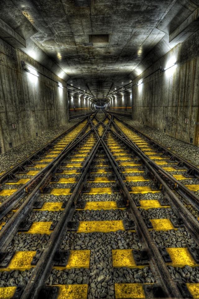 HDR(ハイダイナミックレンジ)線路と消失点@副都心線渋谷駅