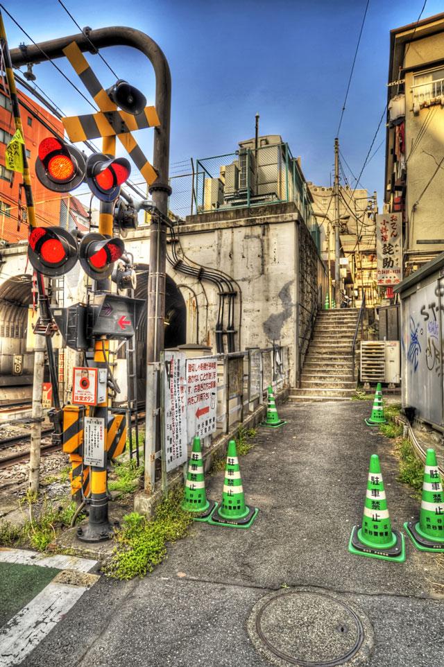 好きです神泉駅の踏切