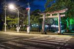横断歩道と三島大社の深夜@三島